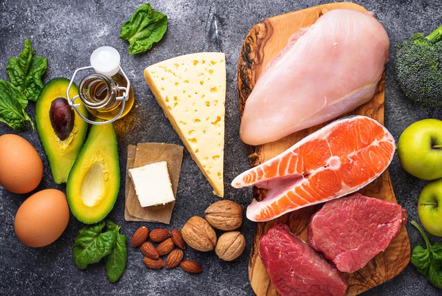 肉や魚などのタンパク質とビタミンE中心の食材